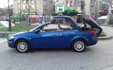 Автомобиль Renault, вид сбоку