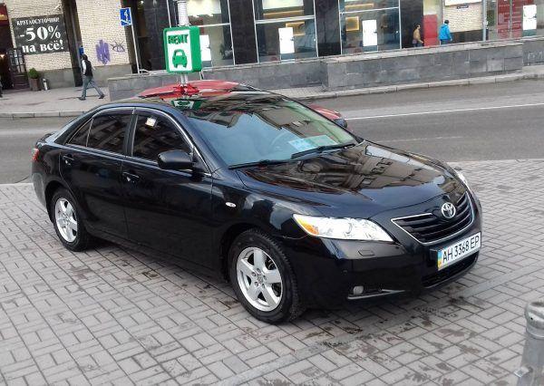 Toyota черного цвета