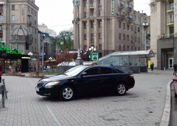 Авто Toyota, вид сбоку