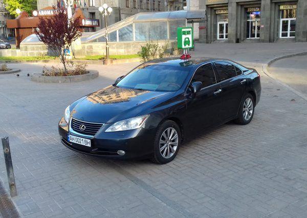 Авто Лексус, черный цвет