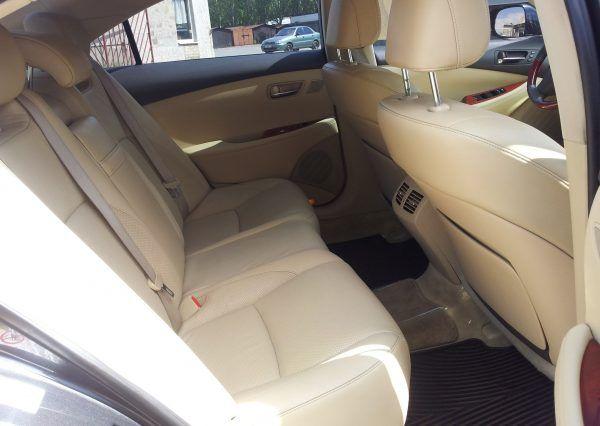Машина Lexus, внутри салона