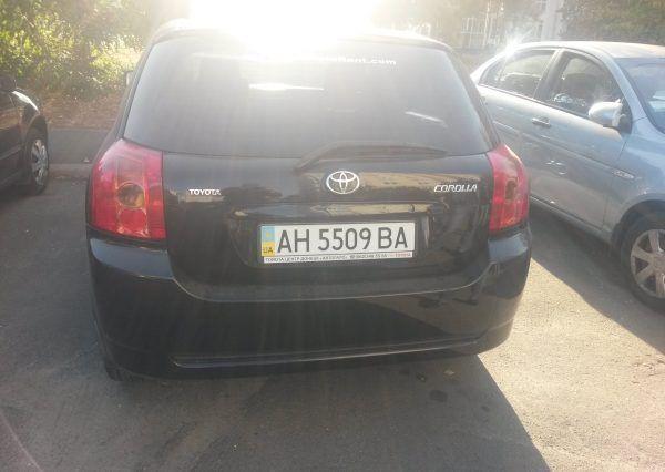 Авто Toyota Corolla, вид сзади