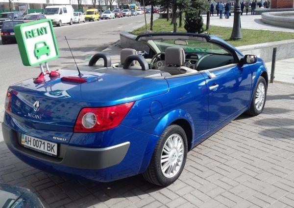 Авто Renault, вид сзади