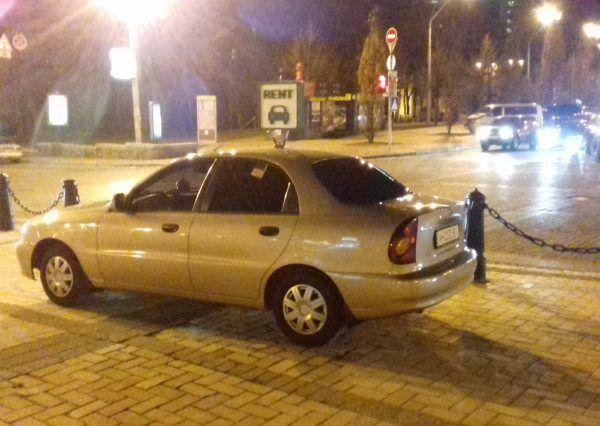 Авто Daewoo, вид сбоку