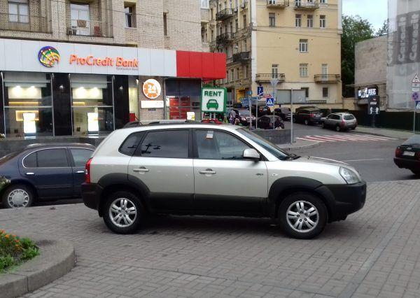 Авто Hyundai, вид сбоку