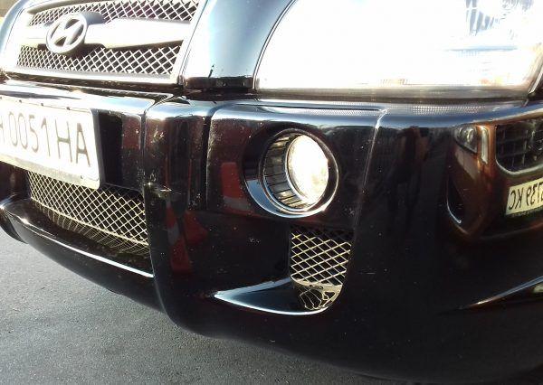 Автомобиль Hyundai, черный цвет