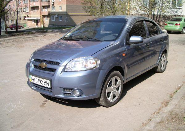 Машина Chevrolet, вид сбоку