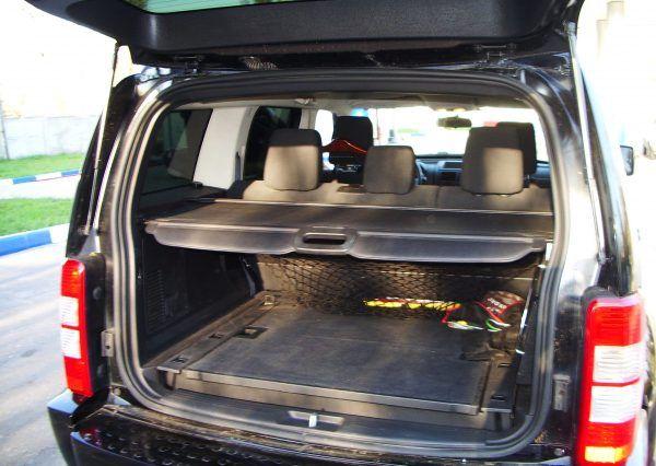 Авто Dodge, багажник