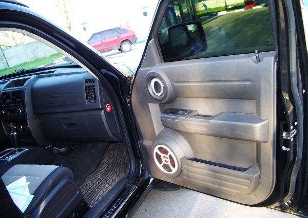 Авто Dodge, салон, дверь