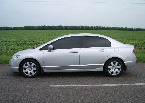 Авто Honda Civic Silver, вид сбоку