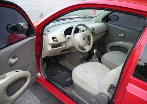 Авто Nissan, внутри салона