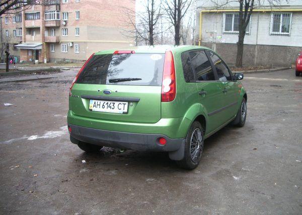 Авто Ford, салатовый цвет