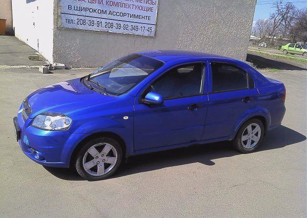 Автомобиль Chevrolet Aveo Blue сбоку